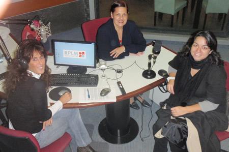 de izquiera a derecha: andrea Méndez Brandam; Graciela Melgarejo y Laura Rocha, periodista del diario La Nación