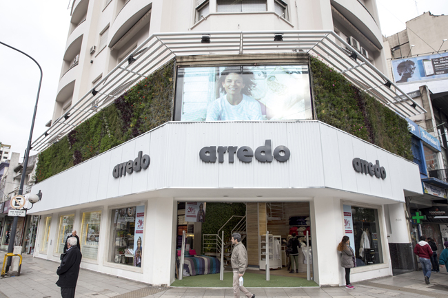 Arredo inaugura jard n vertical for Arredo martinez