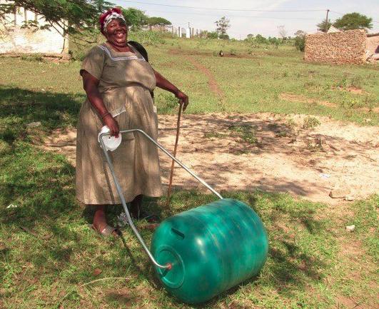 Hippo roller: una solución redonda para facilitar el acceso al agua potable