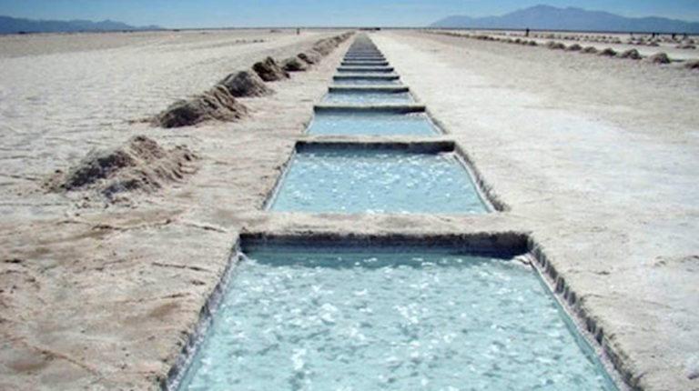 En Salinas Grandes: salares de litio en la Argentina