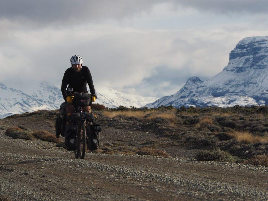 Gürkan Genç viaja por el mundo en bicicleta