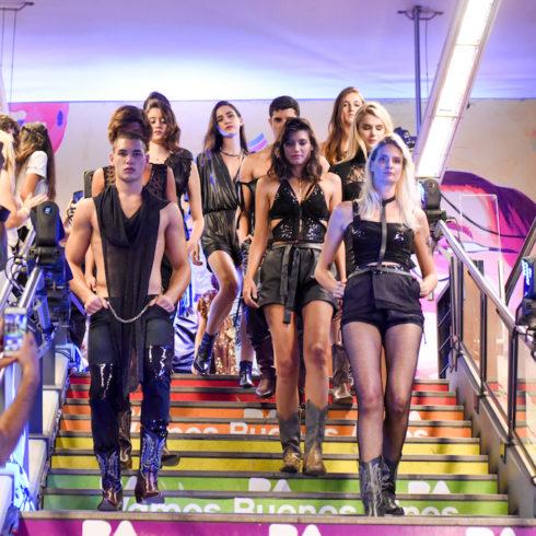 Desfile en el Subterrráneo de Buenos Aires