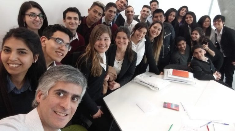 Práctica laboral de jóvenes en el banco Galicia