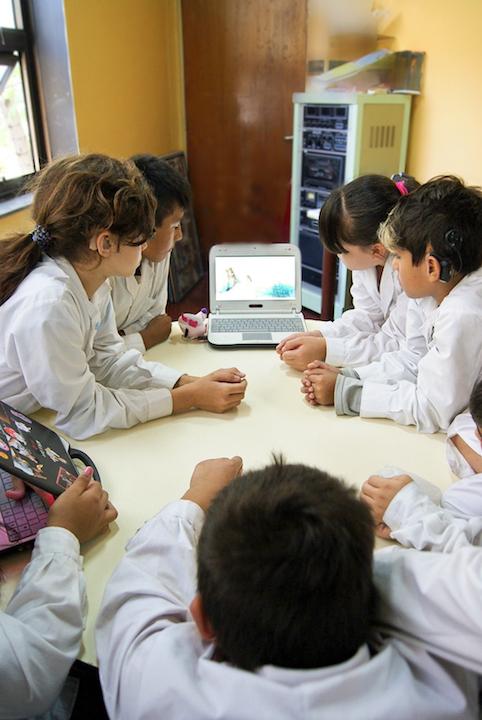 Banco Galicia y el proyecto Canales para la educación de niños sordos