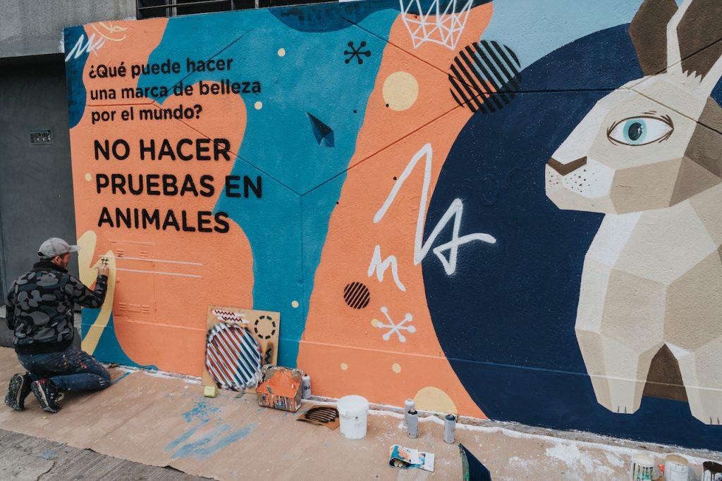 La empresa B Natura y sus murales ambientales, que reducen la contaminación porteña