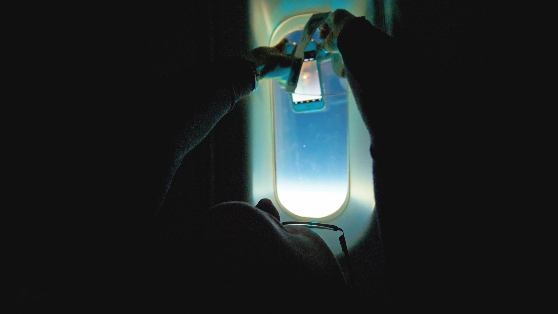 En un vuelo especial, la compañia de navegación Latam llevó a más de 50 pasajeros para avistar el eclipse de sol