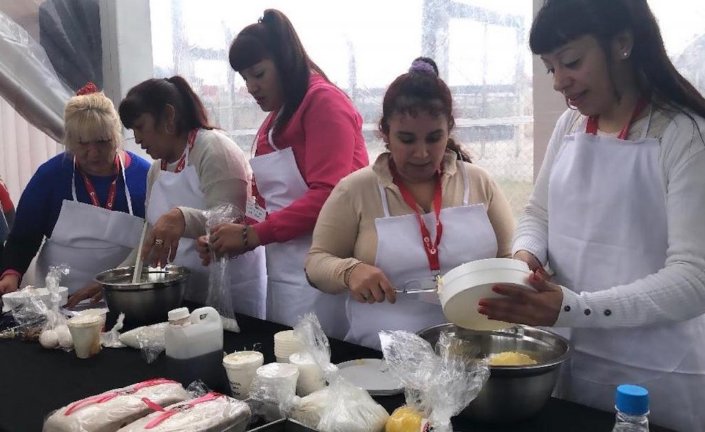 Una Máster Class de Maru Botana en la Unidad Penitenciaria 47 de mujeres: la gastronomía como herramienta de transformación
