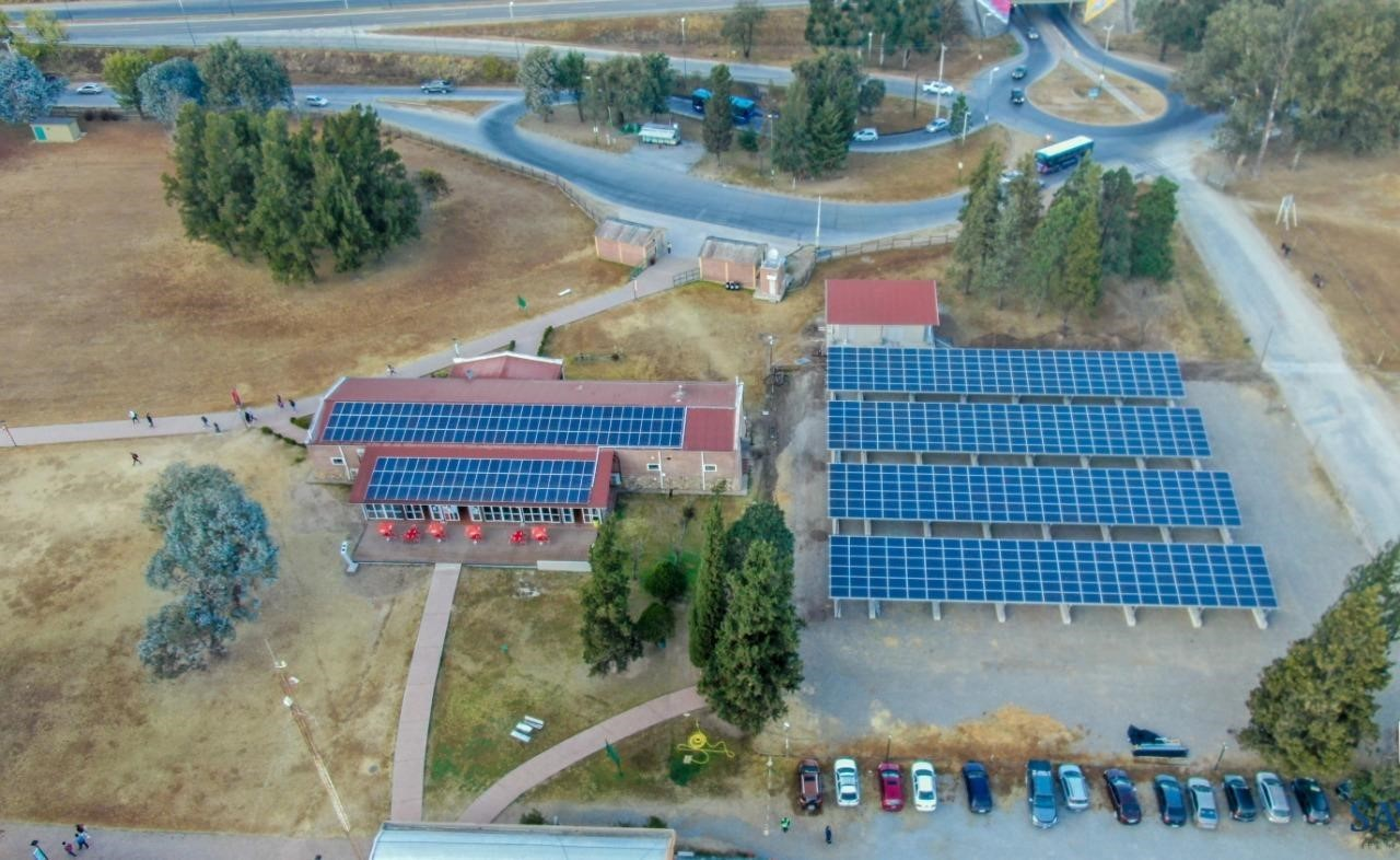 La Ucasal inauguró su parque solar propio, construido por el equipo de profesionales y estudiantes de esa casa de altos estudios