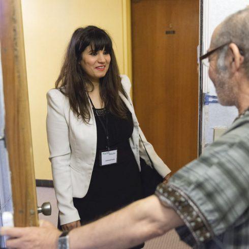 Le Voisin Malin o Vecino Inteligente es una ONG creada en Francia por Anne Charpy, que ayuda a los más desfavorecidos
