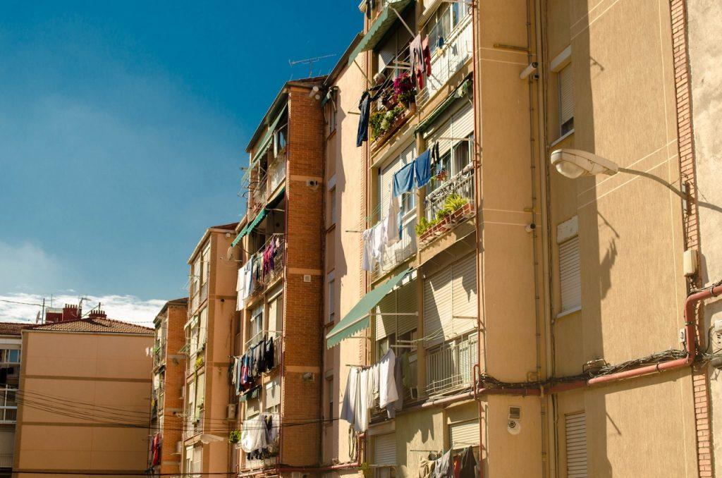 Le Voisin Malin o Vecino Inteligente es una ONG que promueve el bienestar social para los vecinos más vulnerables de los barrios desfavorecidos