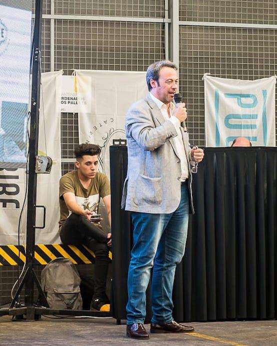 Sebastián Lusardi, director ejecutivo de Grupo L, durante el acto de graduación de los alumnos de los Centros Pescar de Grupo L
