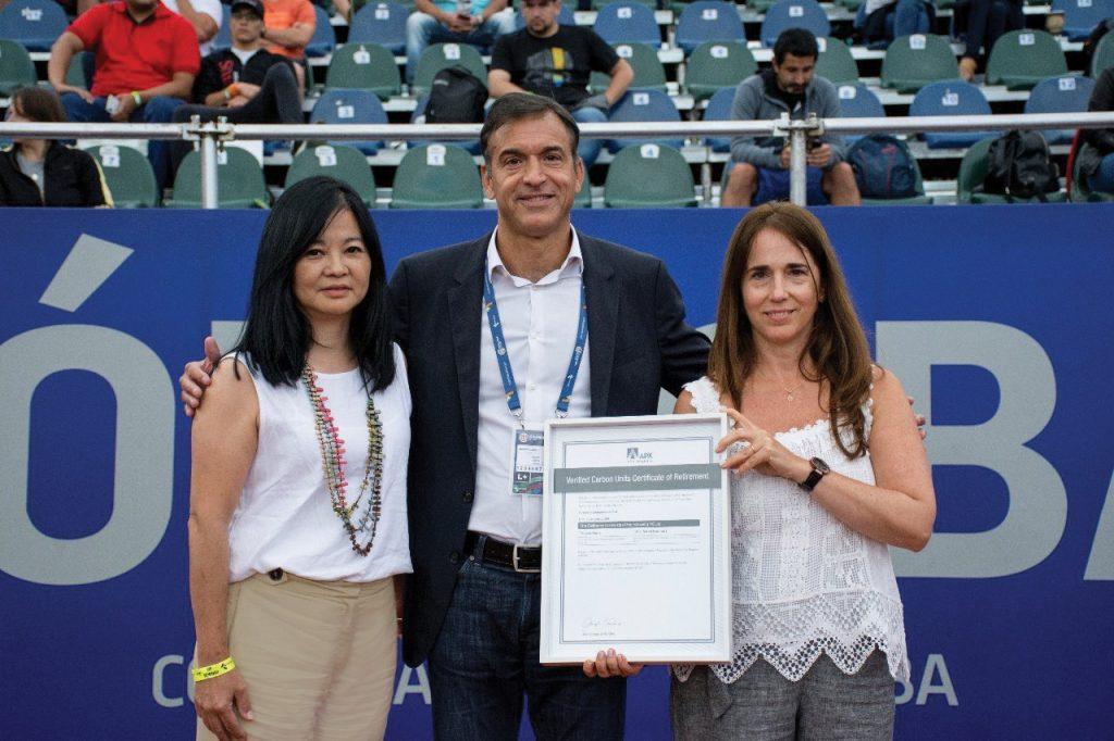 Genneia, la empresa líder en generación de energías renovables, entregó los certificados de compensación de carbono en el torneo CordobaOpen