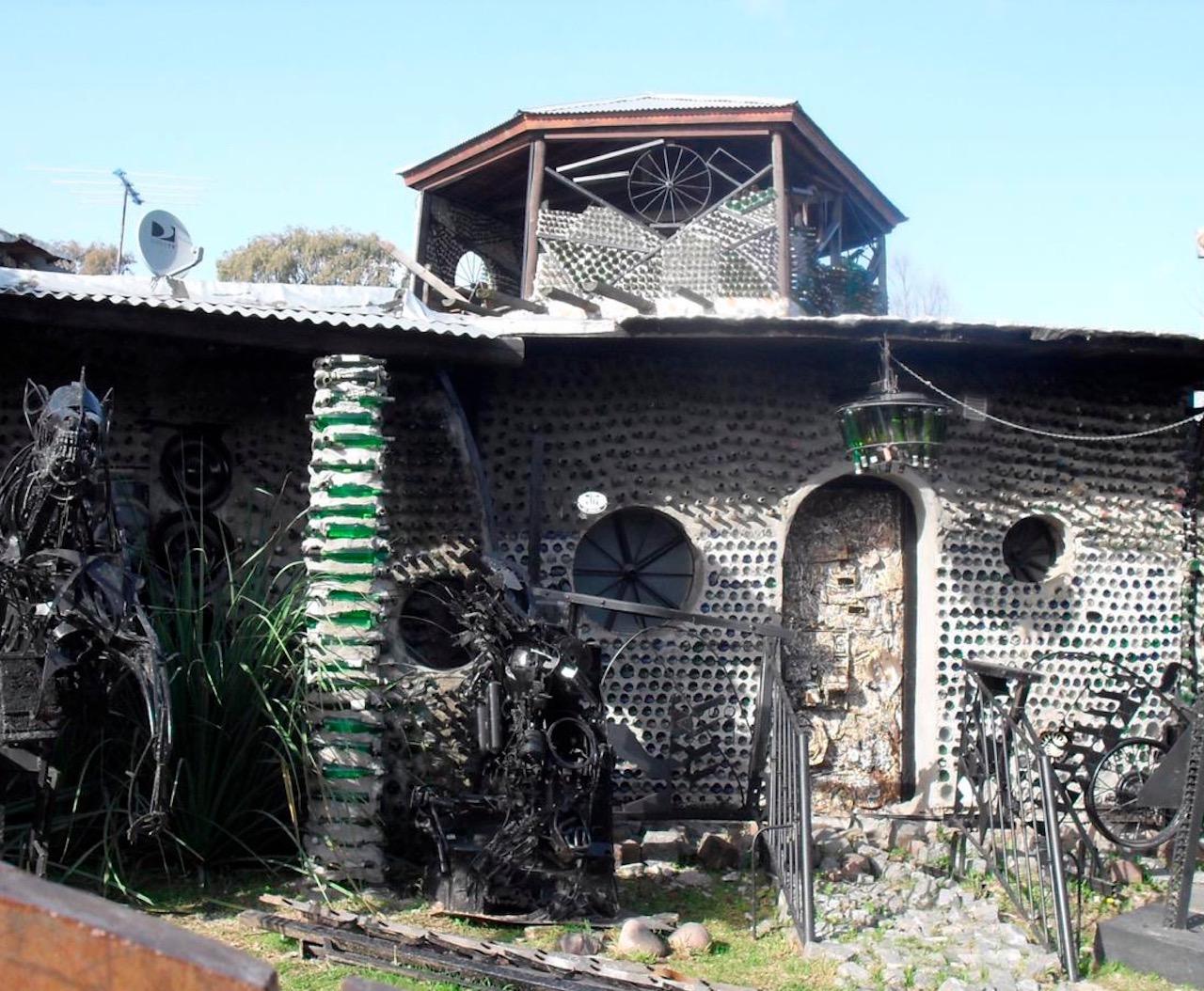 La Casa de las Botellas, creación de Tito Ingenieri, es vivienda, taller y museo