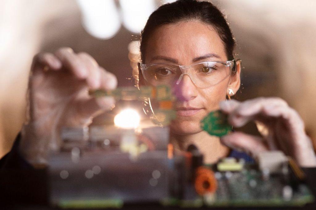 Entrevista con Valeria Ruiz, de la empresa sueca Atlas Copco, sobre las carreras técnicas para la mujer