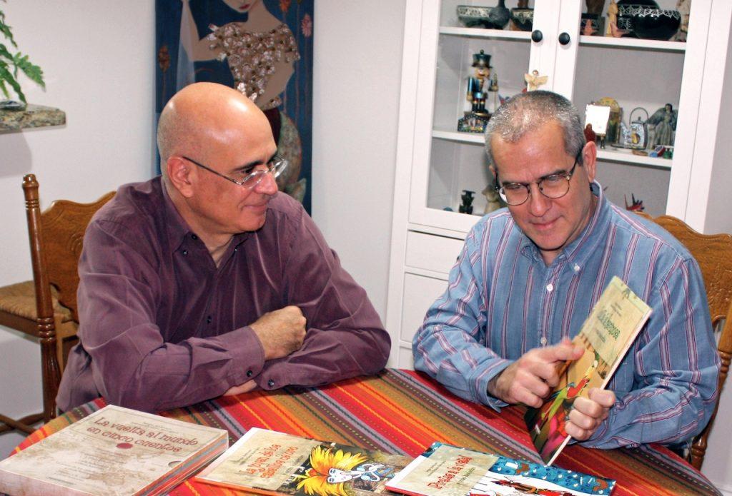 Antonio Orlando Rodríguez y Sergio Andricaín, creadores de la Fundación Cuatrogatos que cumple 20 años en la difusión de LIJ en español
