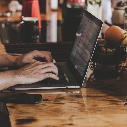 Mercado Libre lanzó Redes al Futuro, un programa para capacitar a los jóvenes que aspiran al primer empleo