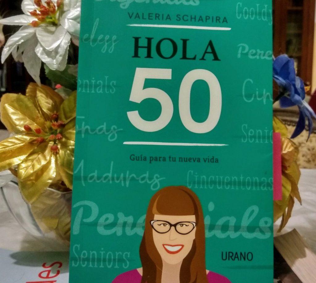 """Valeria Schapira y """"Hola 50"""", su último libro, publicado por Urano"""