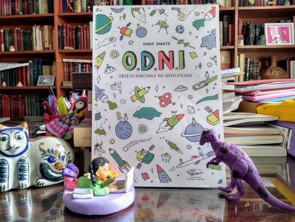ODNI, Objeto Dibujable No Identificado, de Angie Juanto, publicado por editorial Muchas Nueces, es un desafío a dibujar otra vez en papel