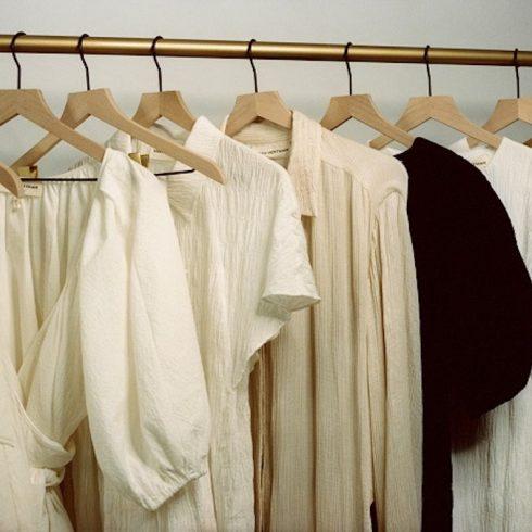 LG y Net-à-Porter se unen para una edición limitada de ropa ambientalmente responsable, hecha para durar años