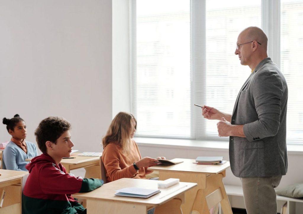 Las clases presenciales, revalorizadas por padres y alumnos en una encuesta
