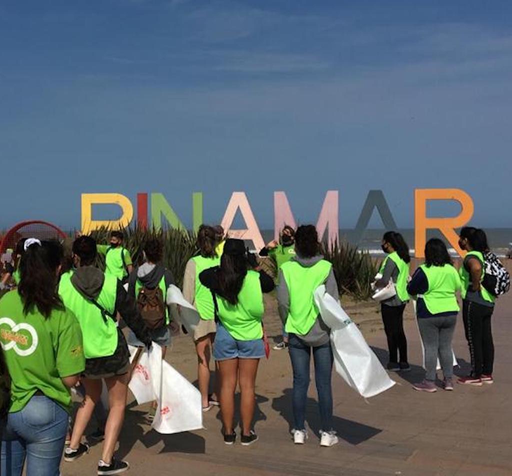 """En Pinamar, Reciclando Conciencia participa activamente del rescate ambiental, con sus """"Islas ambientales"""""""