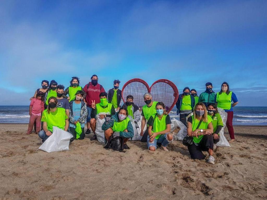 En Pinamar, la cooperativa Reciclando Conciencia lidera la limpieza de las playas, con apoyo de la comunidad