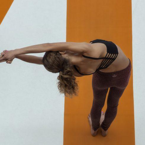 Cómo mejorar la postura de la espalda mientras se trabaja con las pantallas