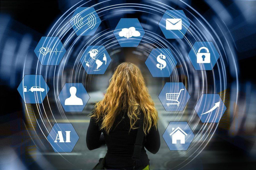 Elogio de la virtualidad, que dio solución y alivio en 2020