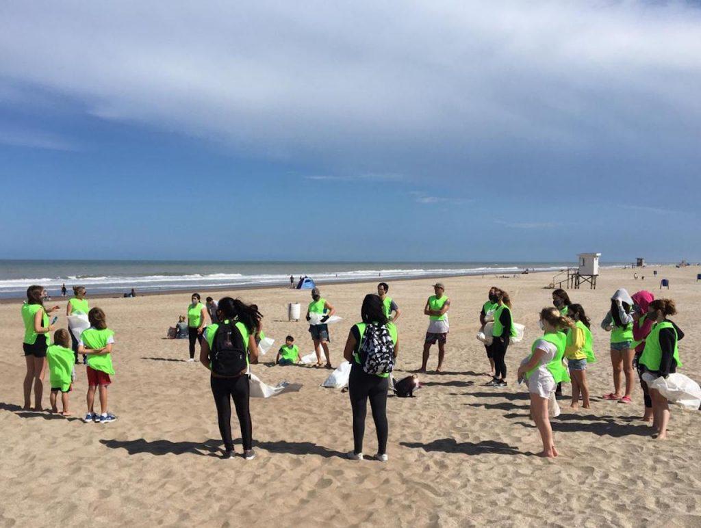 En Pinamar y con la ayuda de los vecinos voluntarios, Reciclando Conciencia lideró la limpieza de las playas