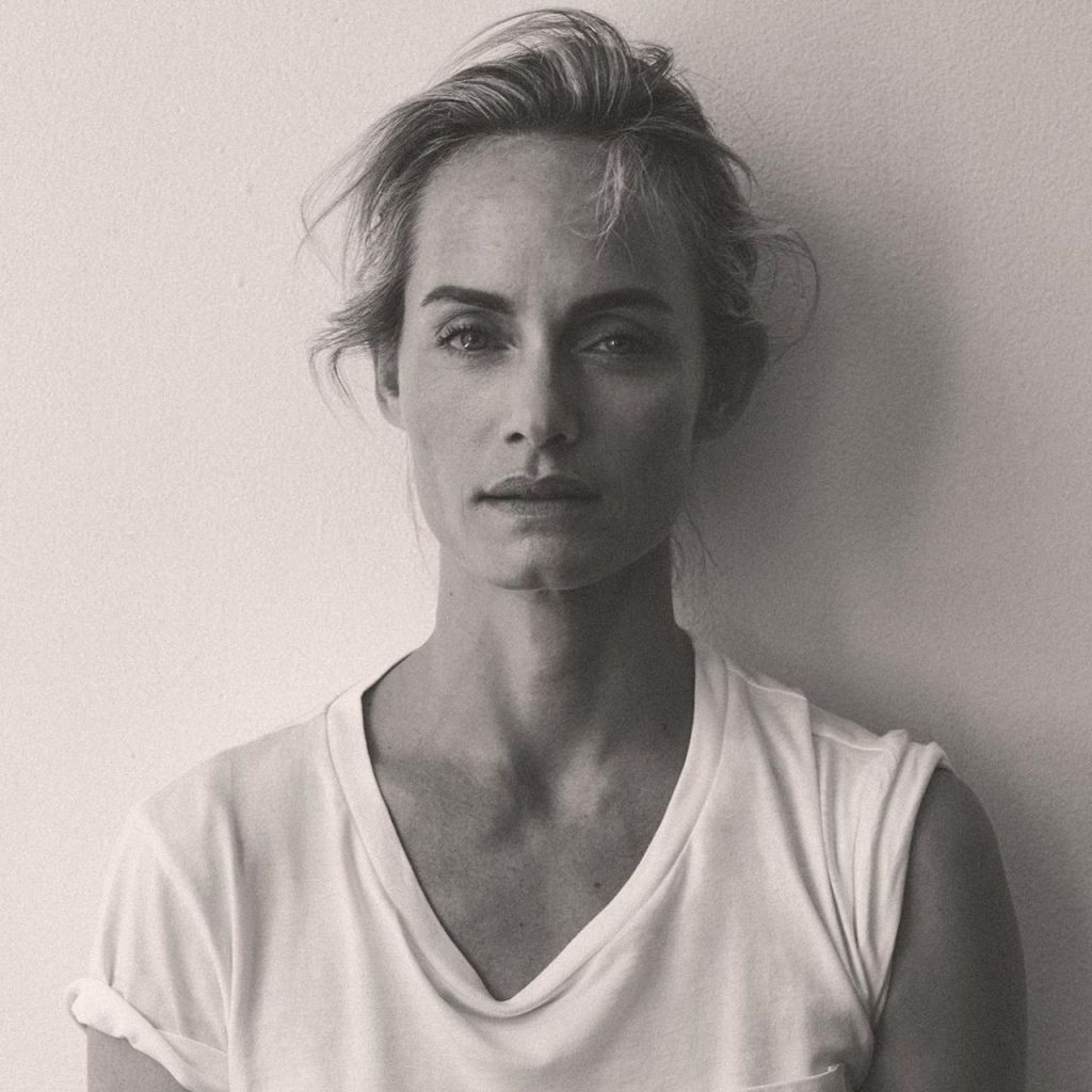 De la mano de la exmodelo Amber Valletta, la marca Karl Lagerfeld también hace ahora moda sustentable