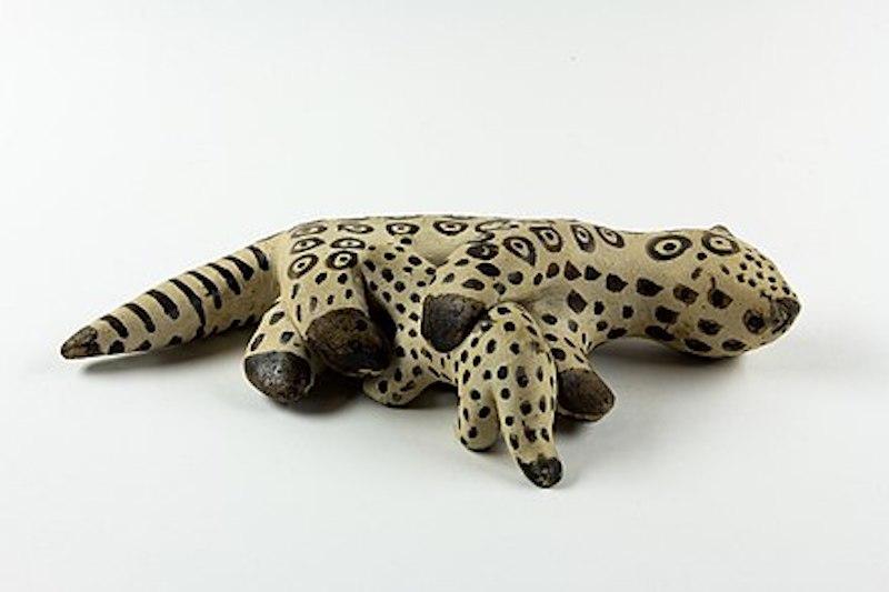 Los yaguaretés vuelven a su hábitat; aquí, una figurita que los representa