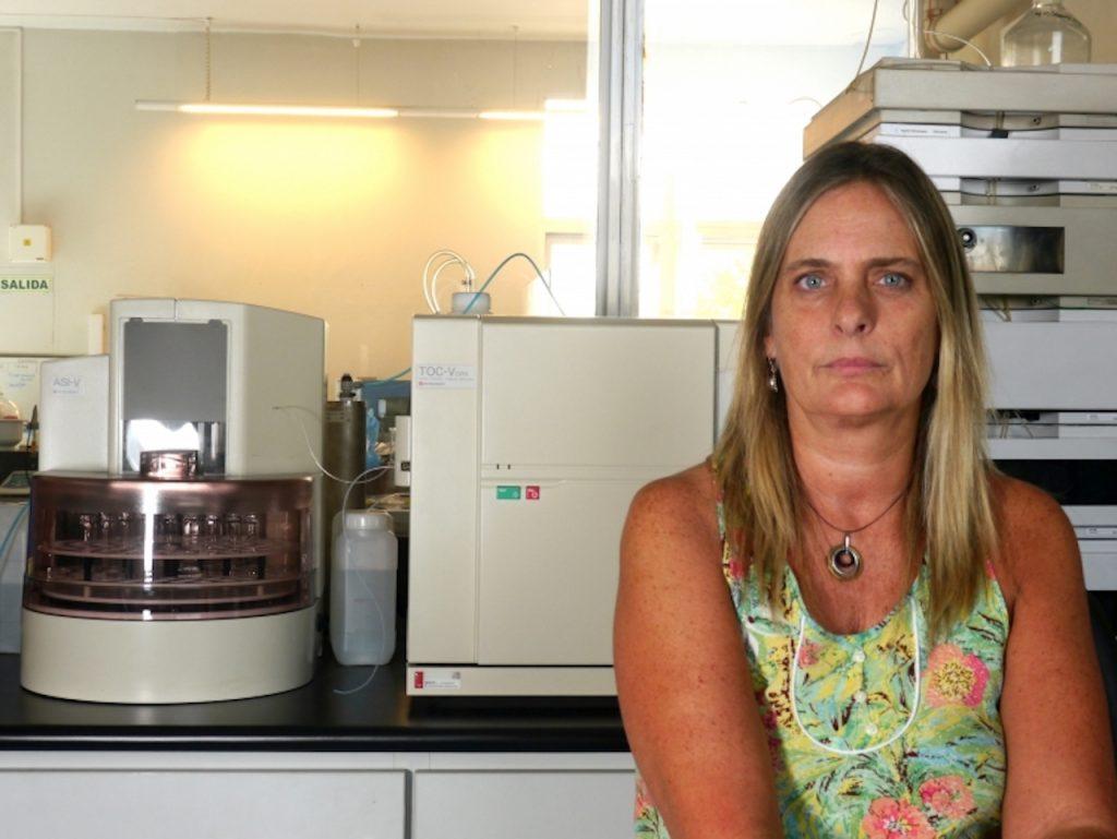 El equipo de investigación del ITBA, dirigido por la doctora María Inés Errea, desarrolló un método para rastraer metales contaminantes del agua, como plomo y cromo, y materiales sustentables para hacerlos desaparecer