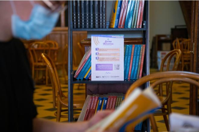 Experiencia Notable se llama la iniciativa de poner bibliotecas de hasta 50 libros en algunos Bares Notables de la Ciudad de Buenos Aires