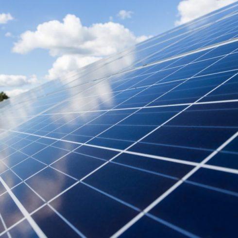 Licitación colectiva de paneles solares por parte de la Ramcc para 18 municipios seleccionados