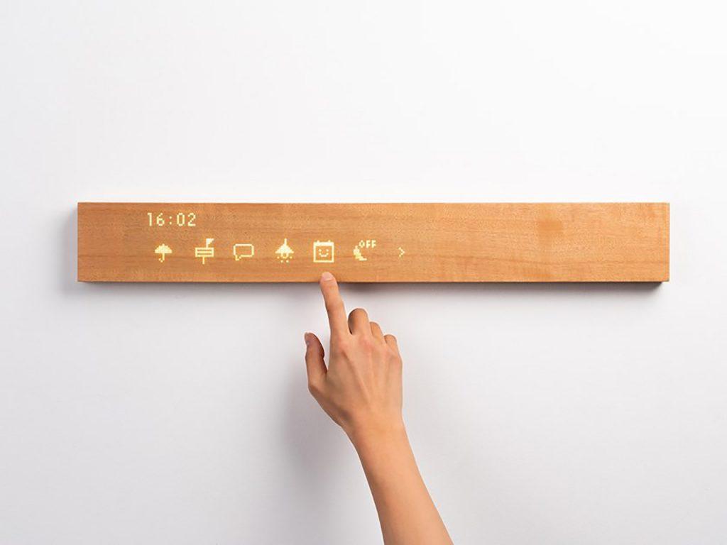 Hoy, la tecnología avanza y ya se diseñan muebles inteligentes en materiales sustentables, como la madera