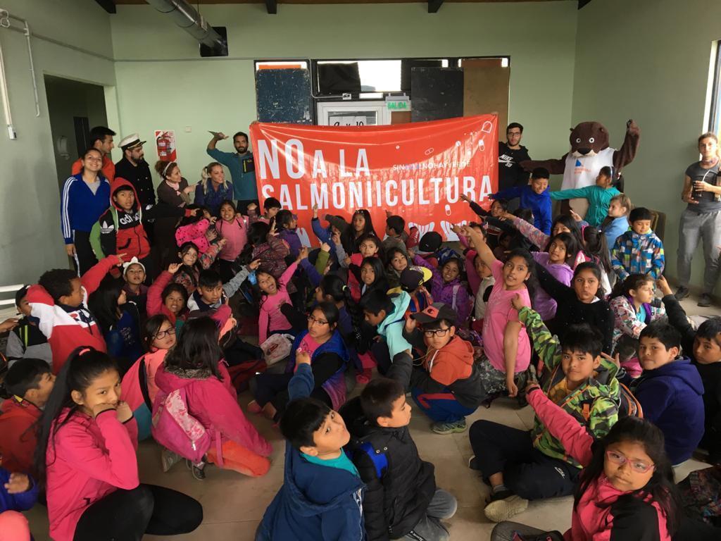 Tierra del Fuego le dijo NO a la salmonicultura: charla en Barrio Escondido