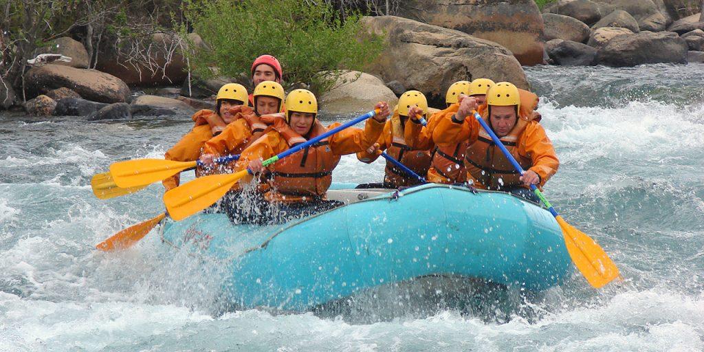 sustentabilidad en los viajes es lo que buscan ahora  los turistas, según una encuesta; aquí, rafting en Neuquén