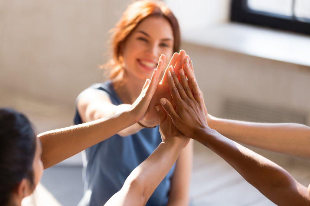 Maybelline Argentina lanzó la campaña Brave Together para visibilizar y ayuda a las personas con ansiedad y depresión