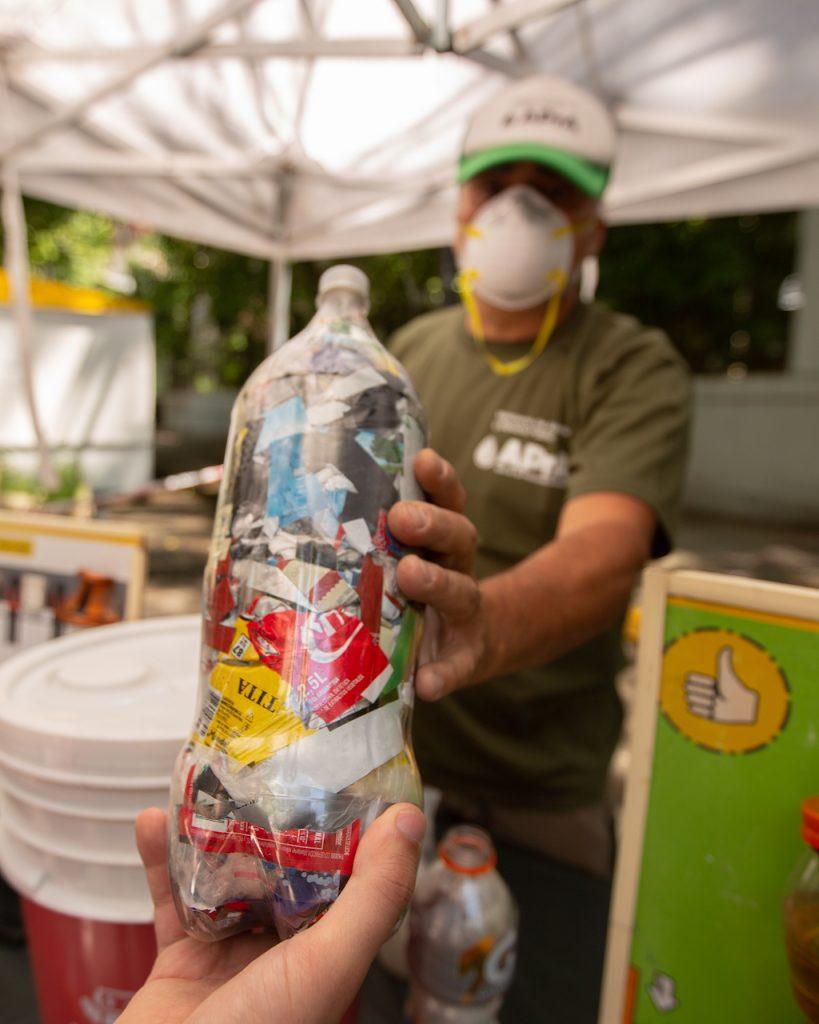 Unas 53.000 Botellas de Amor se entregaron en los Puntos Verdes de la Ciudad de Buenos Aires, con residuos plásticos de un solo uso