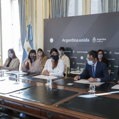 Habrá 600 becas en la Argentina para mujeres y diversidades, dentro del programa de Huawei en convenio con el Centro de Géneros en Tecnología nacional